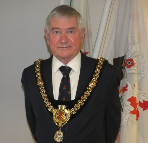 Cllr McKerlich wearing the Chain of office as Lord Mayor